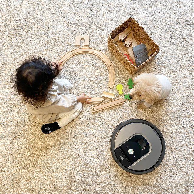Един играе, втори гледа, трети чисти. 🤗#irobot #irobotroomba